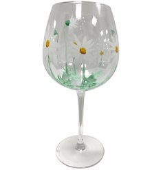 Set with a charming daisy design, this hand painted wine glass is just beautiful