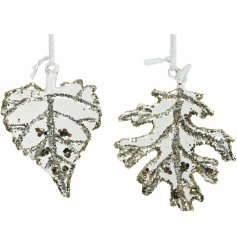Sure to add a glittery hint to any Christmas tree this season, a mix of clear glass leaves with glittery extras