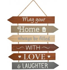 Set with its multiple plaques and assorted tones, this hanging decoration is sure to fit in with any themed home space