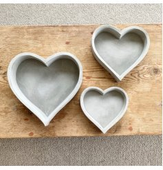 Stay on trend with this effortlessly cool rough luxe heart tray made from cement.