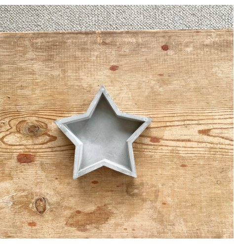 Stay on trend with this laid back style cement star.