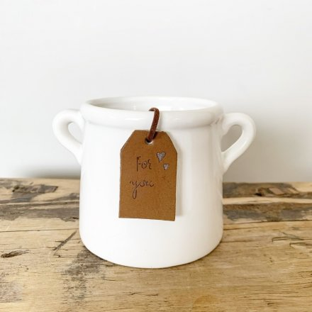 A classic white ceramic pot with small eared handles. Complete with a stylish PU leather tag in tan.