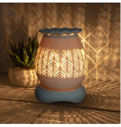 Create a warm and ambient glow in the home with this attractive feather design aroma lamp, complete with dimmer setting.