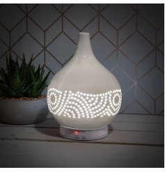 A stylish aroma lamp with humidifier. Complete with remote for ease of use.