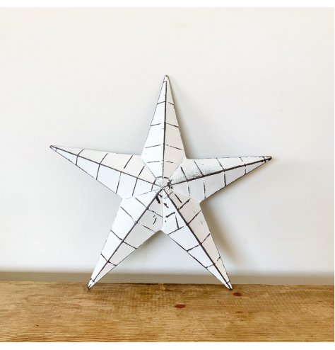 A vintage inspired barn star in white. Complete with black ridges and a distressed finish.