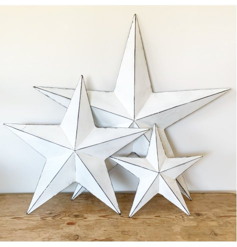 A vintage inspired metal barn star with black detailing and a distressed finish. Complete with hook to hang if desired.