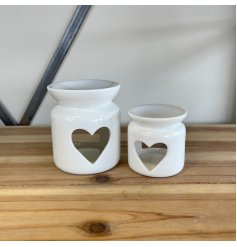 A chic ceramic oil burner in classic white. Complete with a charming heart shaped cut out design.