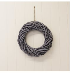 A gorgeously small and simple statement Wreath set with an entwined grey rattan design