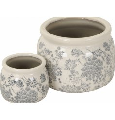 A set of 2 rustic vintage floral planters with a grey/blue design and crackled glazed finish.