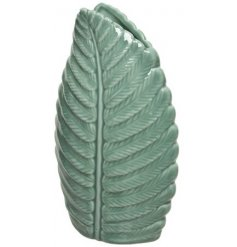 An attractive leaf design vase in emerald green. Complete with a rich glaze and available in 2 sizes.