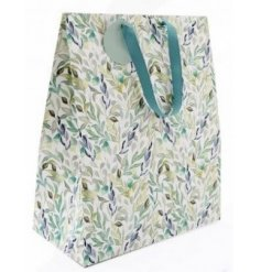 this delightfully designed gift bag is perfect for any gifting event or occasion in the spring time