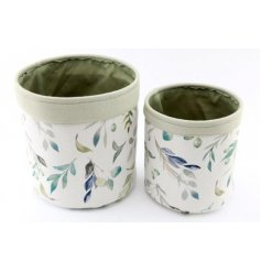 Assorted by their sizes, this set of canvas baskets are both covered with a delicate green leaf print