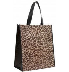 Part of the trending 'Wild Side' Homeware Range, this gorgeous leopard printed shopping bag