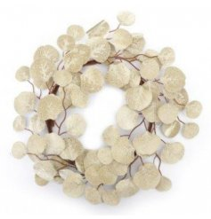 A perfect finishing touch wreath for a glam Christmas feel