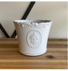 A sleek and simple dolomite pot set with a white base tone and charming Fleur De Lis embossed finish
