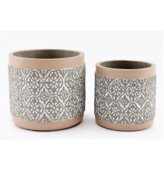 Set with its grey and cream two tone and embossed print, this assorted sized set of rounded planters a must in any garde