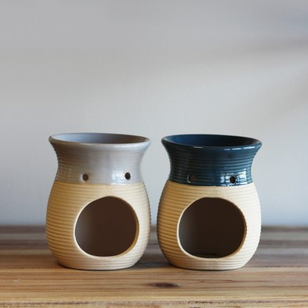 A mix of ribbed oil burners, each with a soft coastal inspired hue