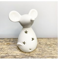 A delightful little decoration to add to any home wanting a Cosy feature, a mouse tlight holder with a simple look