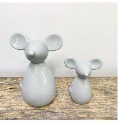 A simplistic looking ceramic mouse decoration