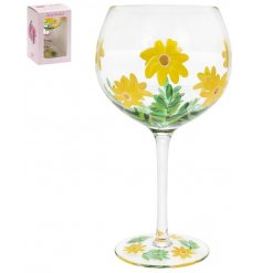 A large Gin Glass featuring a stunning hand painted Daisies decal to it