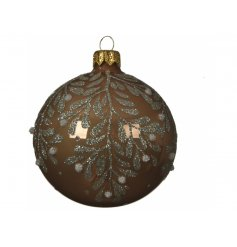 A beautiful decoration to bring to your Christmas tree to welcome in a Woodland Floor feature