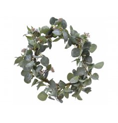 A round made up of faux eucalyptus, perfectly coated with a flurry of glitter
