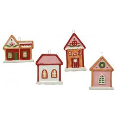 A festive mix of hanging house shaped decorations, sure to bring a traditional and fun feel to your tree decor!