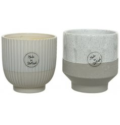 A stylishly simple assortment of decorative planters, both set with their own ridge decals and two tone colours