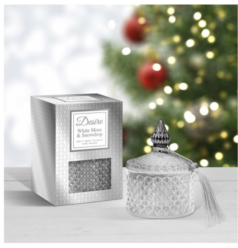 A festive scented wax candle complete with a diamond ridge pot in a silver tone