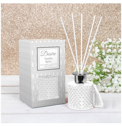 A beautifully detailed diffuser with a diamond ridge finish and beautiful scent