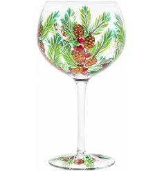 Bring a festive feel to your tipple at Christmas with this gorgeously hand painted gin glass