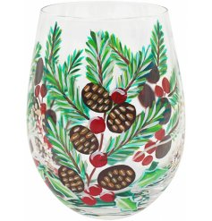 Bring a festive feel to your tipple at Christmas with this gorgeously hand painted stemless glass